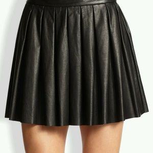ALICE + OLIVIA  Fizer Box  Leather Pleated Skirt